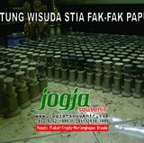Patung Wisuda STIA FAK-FAK PAPUA