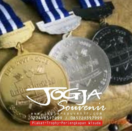 Medali 4